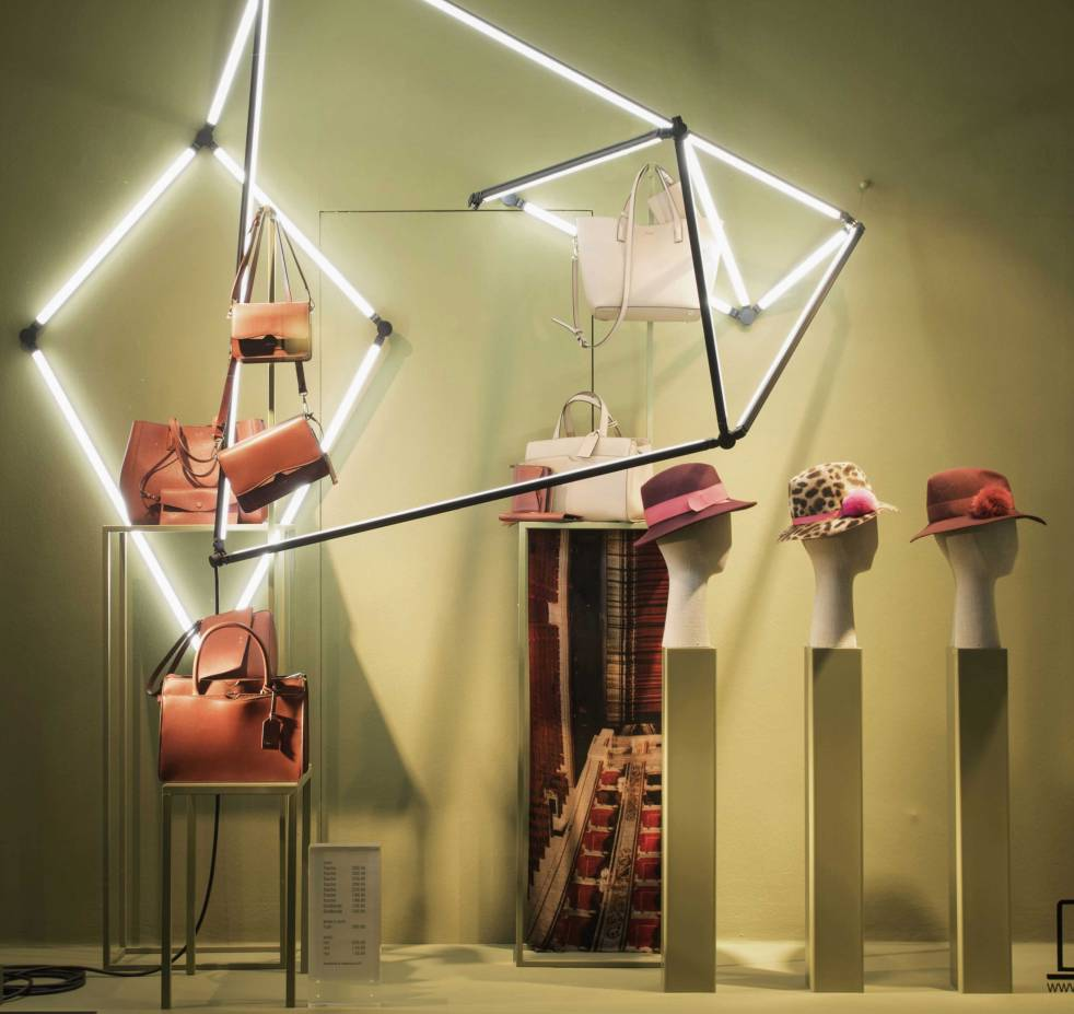 Shop window illumination with the LED lightning system LIGEO in the displays of Ludwig Beck in Munich