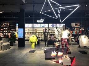 Shop-lightning of a PUMA store with the LED lightning system LIGEO.